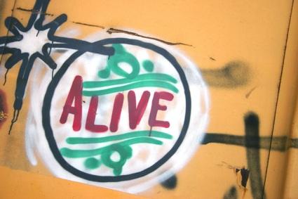 alive-1483346-638x425
